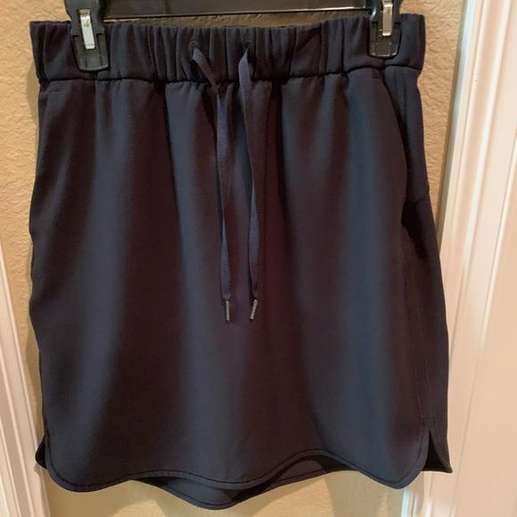 Lululemon On the Fly Skirt. Sz 8. Black.